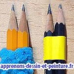 """Gros plan de deux crayons """"attachés"""" ensemble, de deux manières différentes. Photo : ©Richard Martens."""